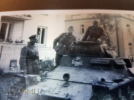 Duże zdjęcie Niemcy - Fotografie z albumu - Na czołgu