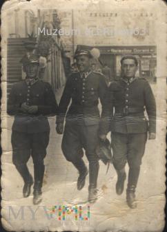 Podoficerowie 22 PAL na ul. Franciszkańskiej.