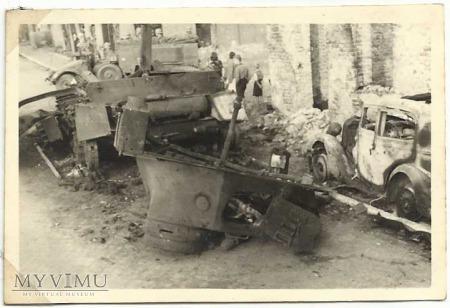 Ulica Rawska, zniszczony czołg