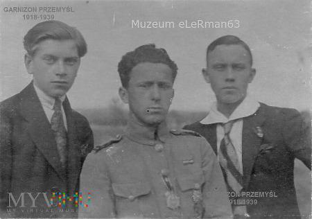 Kapral odznaczony Gwiazdą Przemyśla.