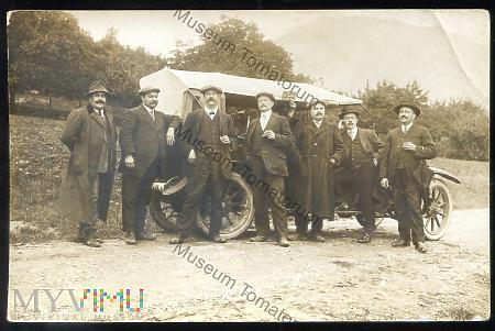 Duże zdjęcie Grupowe zdjęcie wycieczkowe - lata 20-te XX w.