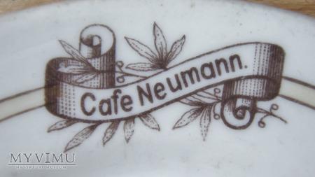 Spodek z kawiarni Cafe Neumann