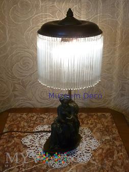 lampa czytająca dama