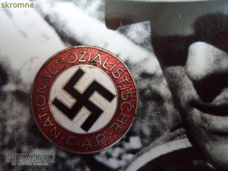 Duże zdjęcie znaczek partyjny NATIONAL-SOZIALISTISCHE D.A.P.