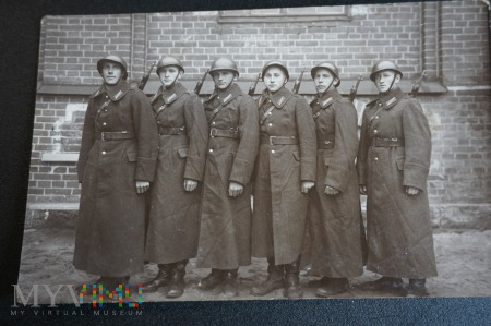 Duże zdjęcie Zdjęcie żołnierzy - Łotwa ? - jaki okres ?