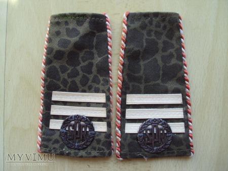 Pochewki z oznakami stopnia - starszy kapral SPR