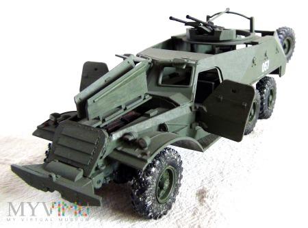 Transporter opancerzony BTR-152E