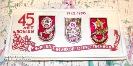 Odznaki z okazji 45 rocznicy zwycięstwa.