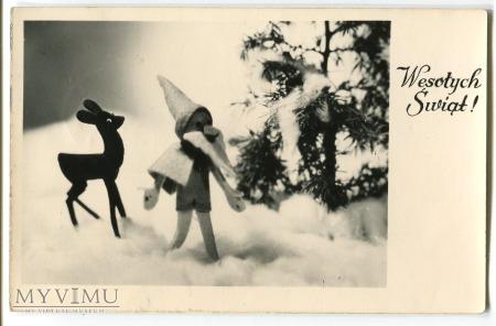 Duże zdjęcie Krasnal i sarenka w lesie Boże Narodzenie 1958 PRL