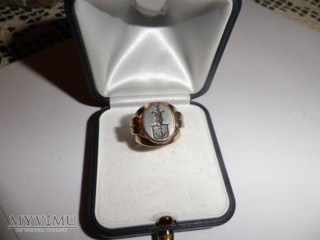 Herb Korab -sygnet złoty