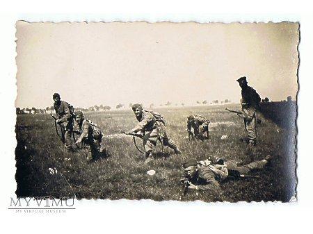 Fotograf grupowa żołnierzy 56 Pułku Piechoty Wlkp.