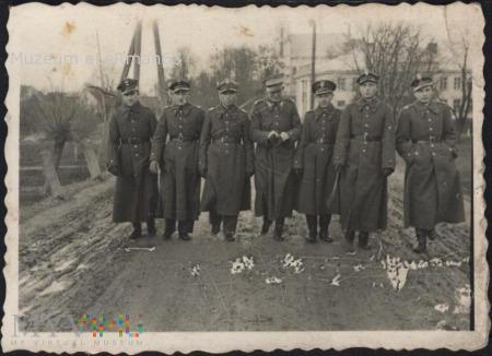 Żurawica. Żołnierze różnych formacji w 2 bpanc.