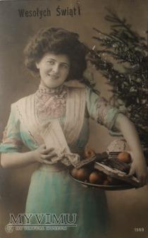 Kobieta z tacą - pocztówka świąteczna