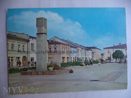 OLKUSZ Rynek na pierwszym planie pomnik ku czci