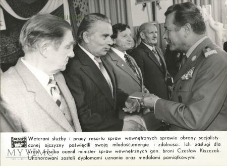 Zdjęcie propagandowe MO: towarzysz Kiszczak