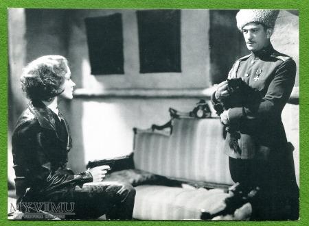 Marlene Dietrich jako austriacki szpieg X-27