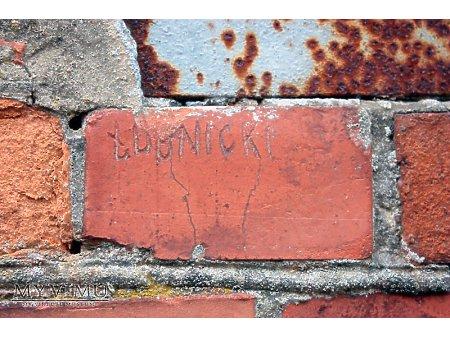 """Duże zdjęcie """"Stara Prochownia"""" - budynek A - inskrypcja #025"""