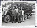 Żołnierze wehrmachtu przy ciężarówce