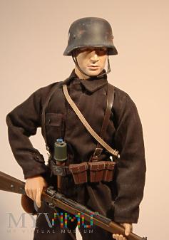 Żołnierz z personelu naziemnego Luftwaffe.
