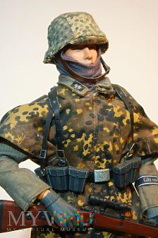 Scharfschütze z 17. SS Panzergrenadier Division.