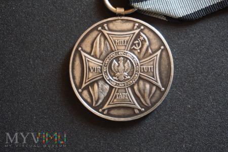 Medal Zasłużonym Na Polu Chwały;Sztandary-Lenino43