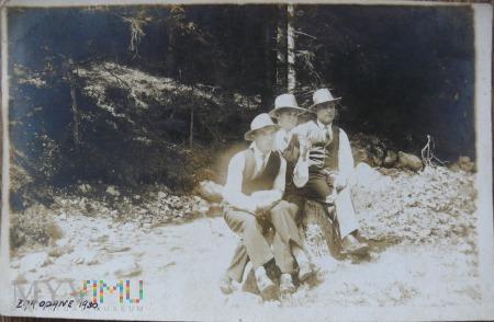 Grupa młodych mężczyzn w Zakopanem 1930