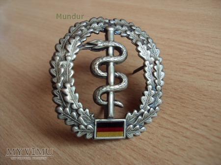 Bundeswehra: oznaka na beret Sanitätsdienst