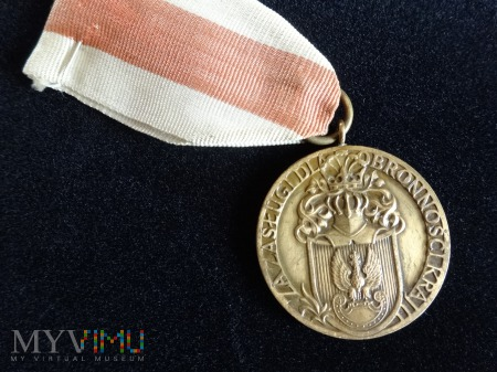 """Duże zdjęcie Medal ,, Za Zasługi w Obronności Kraju """""""