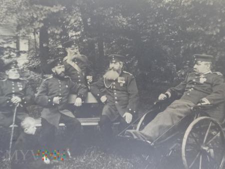 Duże zdjęcie Zdjęcie - Panowie oficerowie i Kaiser