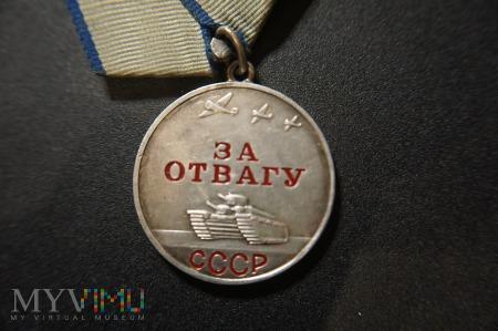 Medal ZSRR - Za Odwagę - numerowany