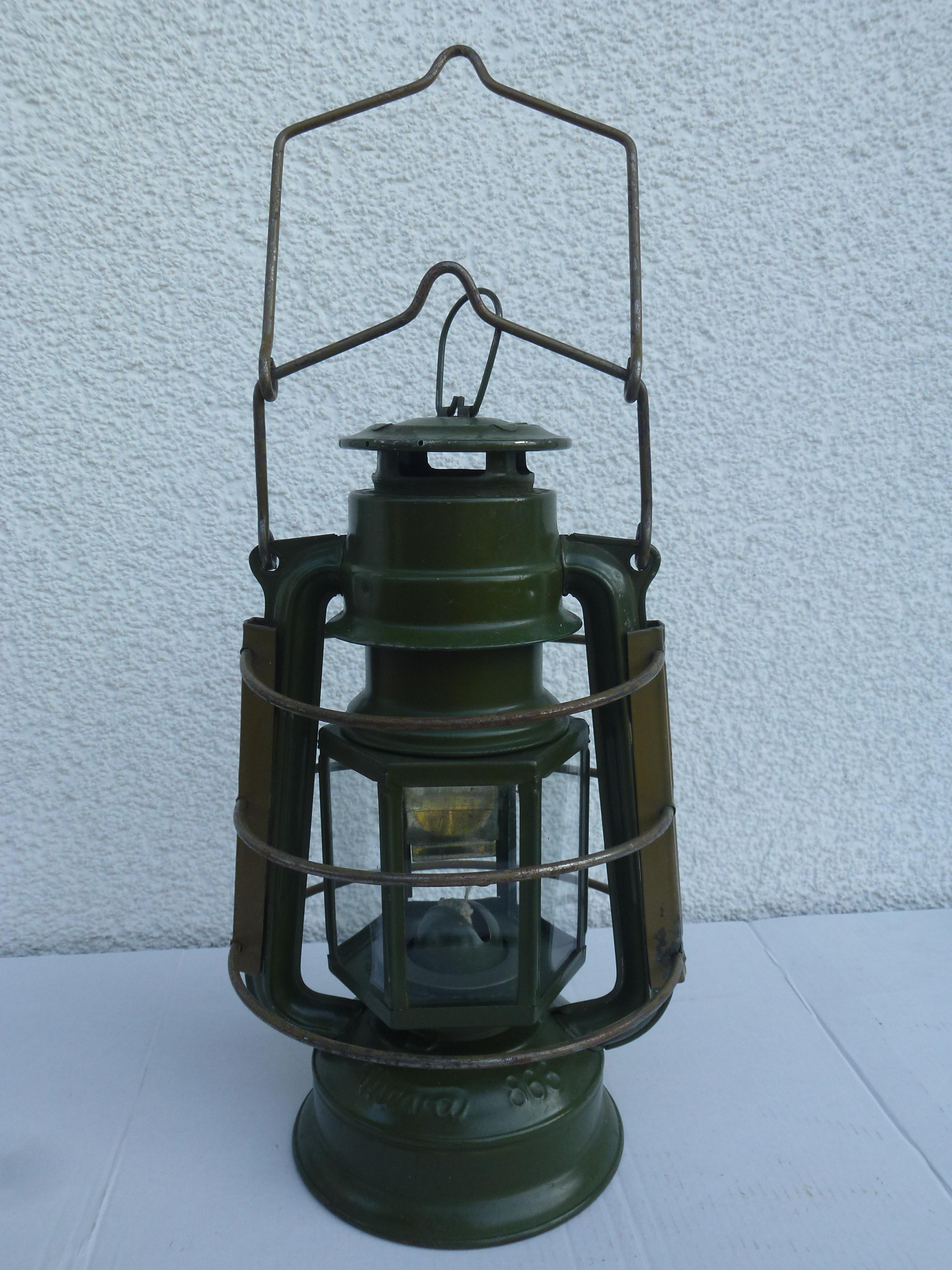 Datowanie lamp naftowych