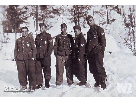 Duże zdjęcie Żołnierze pozują do zdjęcia