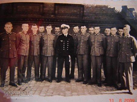 Duże zdjęcie Żołnierze WH i marynarz. 1936