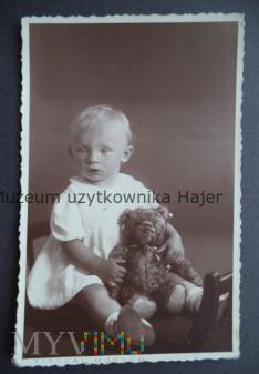 Max Steckel - dziewczynka z misiem fotografia