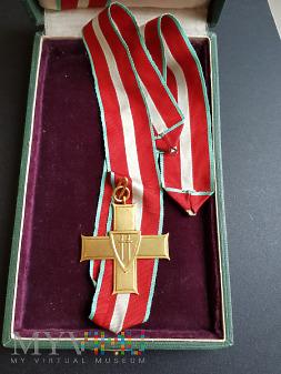 Krzyż Grunwaldu I klasy w pudle wraz z nadaniem