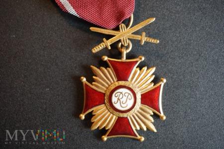 Złoty Krzyż Zasługi z Mieczami