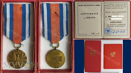 """Brązowa Odznaka """" Za Zasługi w Ochronie Porządku"""