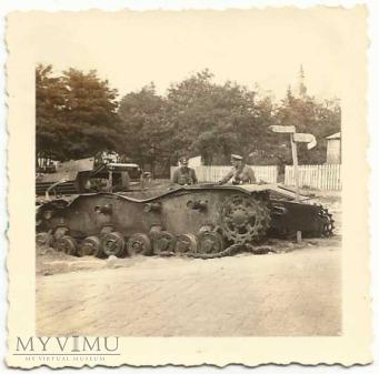 Ulica Rawska, zniszczony czołg, oficer niemiecki