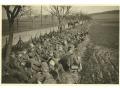Żołnierze niemieccy - odpoczynek podczas marszu