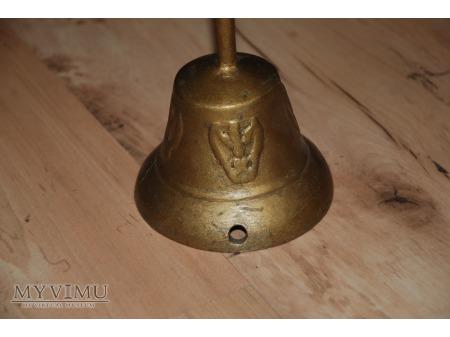 Piękny stary dzwonek, zamieniony na nocną lampkę.
