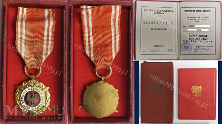 """Złoty Medal """" Siły Zbrojne W Służbie Ojczyzny XX"""""""