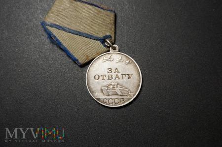 Medal ZSRR - Za Odwagę - inny łącznik i grubość