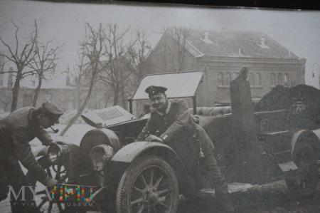 Duże zdjęcie Popsuty? nie - chyba odpali - maj 1915 r.