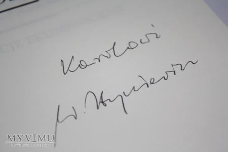 Książka ,,Ekumenia żyje nadzieją'' z autografem...