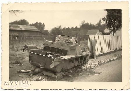 Wrak czołgu numer boczny 223