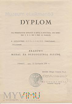 Dyplom nadania medalu por. Ochalikowi z 4 BSap.