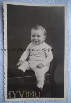 Chłopiec z irokezem na głowie fotografia
