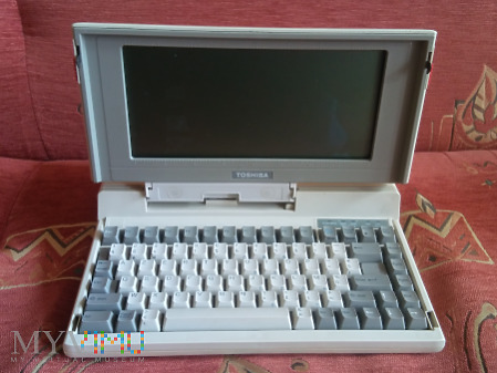 Laptop Toshiba T1100 Plus 1986 rok.