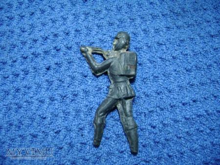 żołnierz z karabinem
