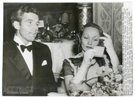 Duże zdjęcie 1940 Marlene Dietrich powiedz lustereczko....